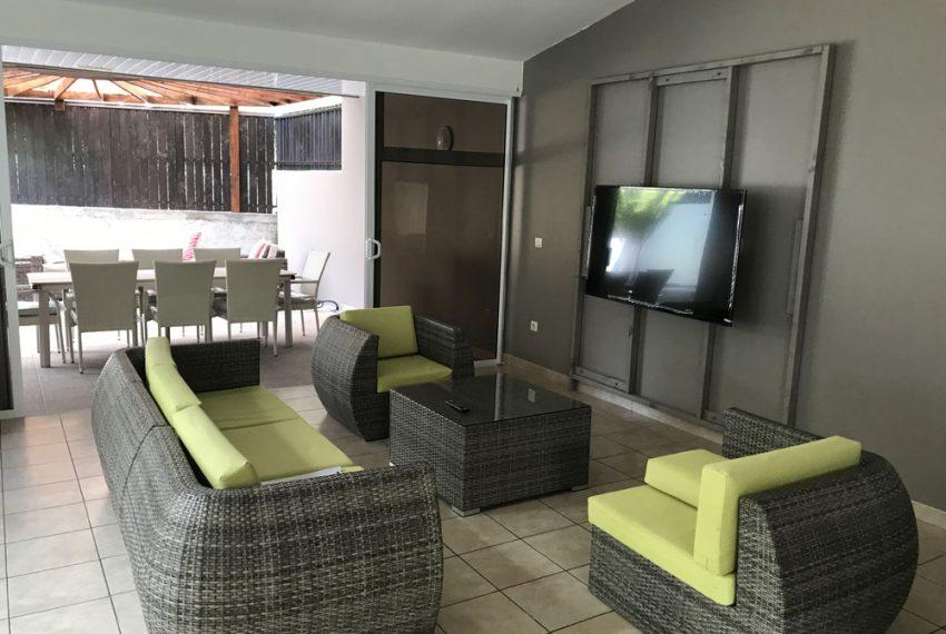atike-immobilier-tahiti-location-maison-paea-salon1